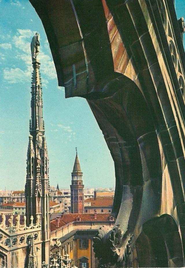 Milano Scorcio dal Dumo e Campanie di S.Gottardo postcard to Silvana Bracchi Bergamo