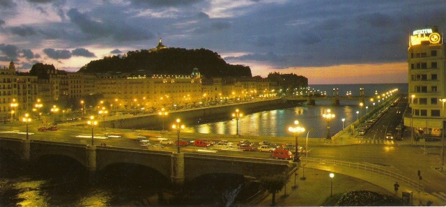San Sebastian Vista Panoramica Rio Urumea y puentes  Nocturna