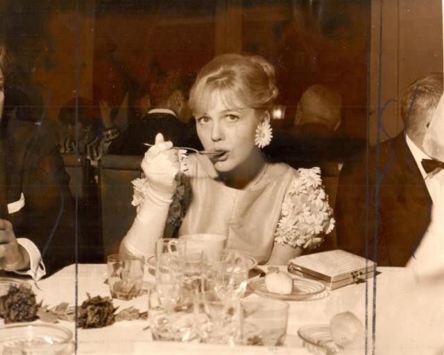 La Deliciosa Christine Schollin aparece aquie rodeada por los argentinos Enrique Carreras y Alonso 1966