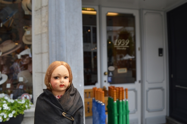 Dolly outside the umbrella shop in Gent May 2019